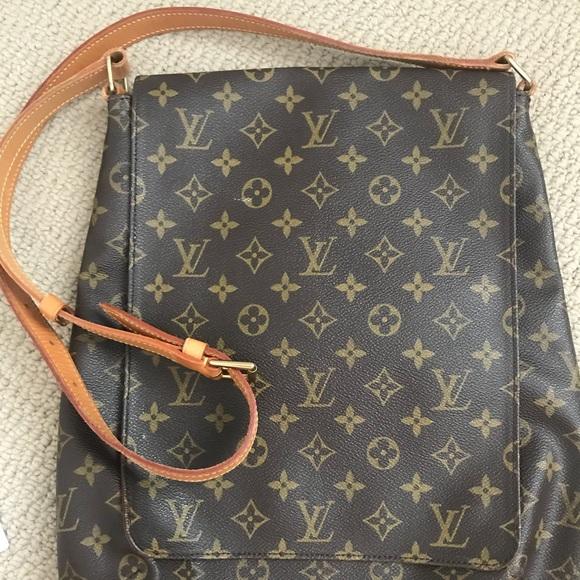 Louis Vuitton Handbags - Louis Vuitton Crossbody 78ca8ae529eb5